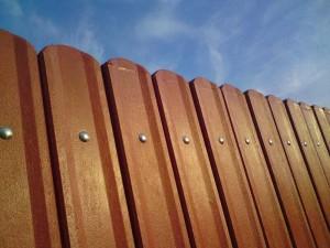 Plastový plot s profilom, oblúkový.