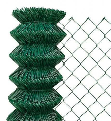 Klasické štvorhranné pletivo v zelenej farbe.