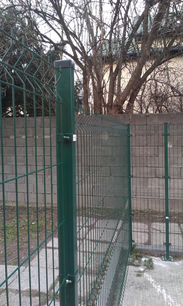 Inštalácia panelov na stĺpik 40x60 mm na pätku.