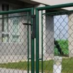 Dvojkrídlová bránka s výpletom pletivom